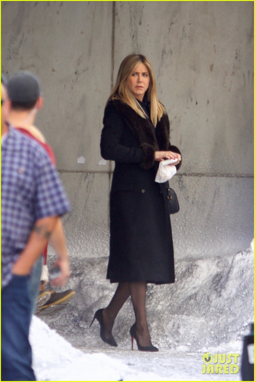 Jennifer Aniston Films Reshoots for \'Office Christmas Party\' with TJ ...