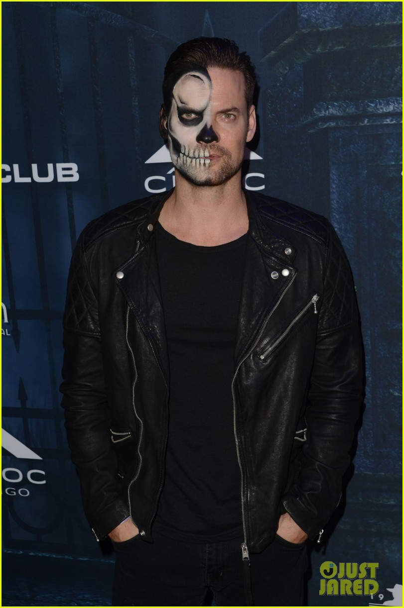 chris brown maxim 2016 halloween party 03