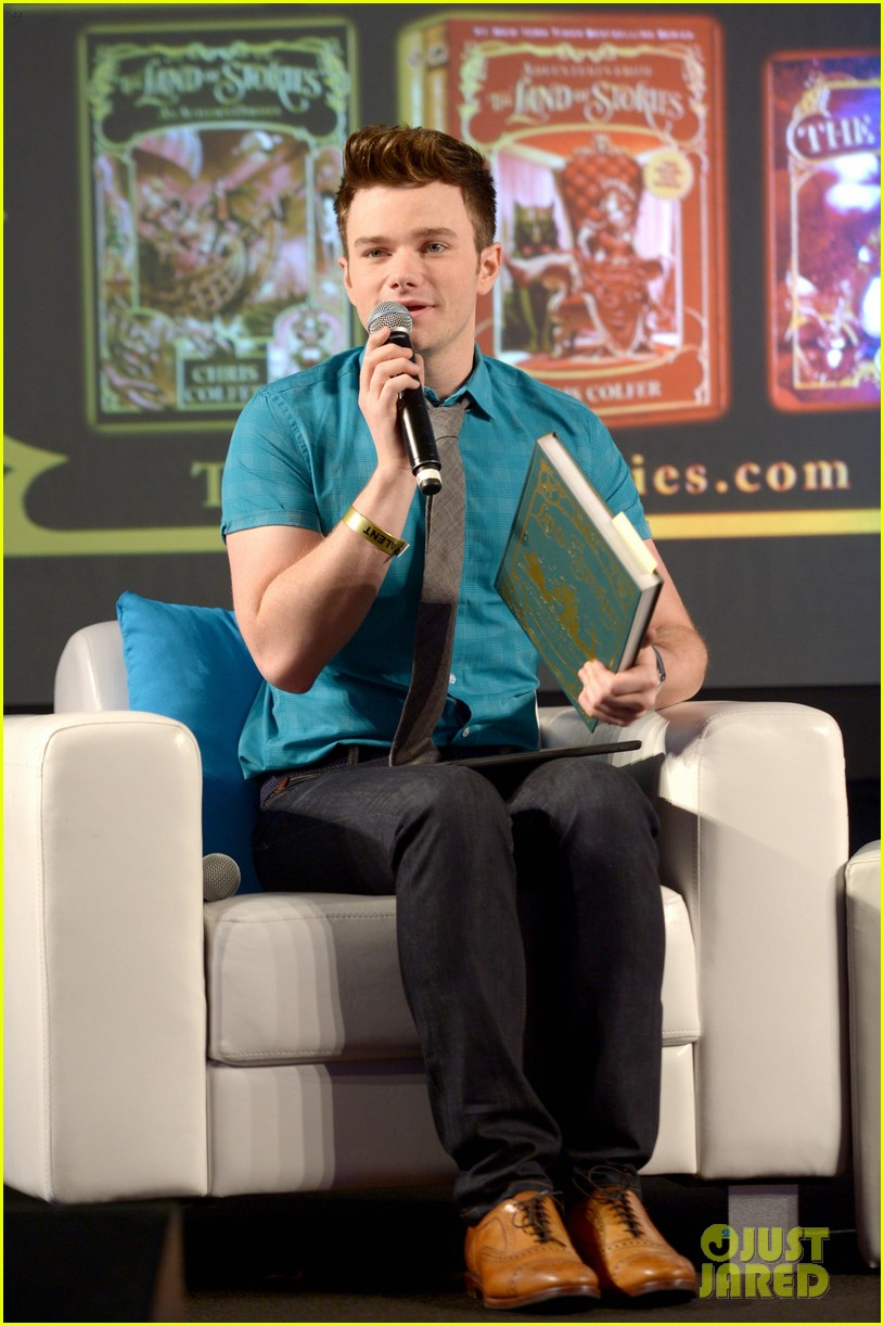 About Photo #: 3798187 Chris Colfer gets interviewed by Amanda Peet on stage at Entertainment Weekly's 2016 PopFest held at The Reef on Sunday (October 30) in Los Angeles. The 26-year-old… Read More Here