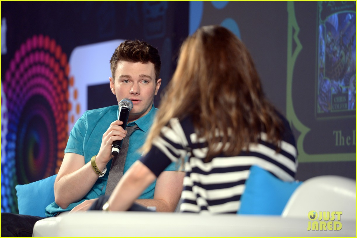 About Photo #: 3798189 Chris Colfer gets interviewed by Amanda Peet on stage at Entertainment Weekly's 2016 PopFest held at The Reef on Sunday (October 30) in Los Angeles. The 26-year-old… Read More Here