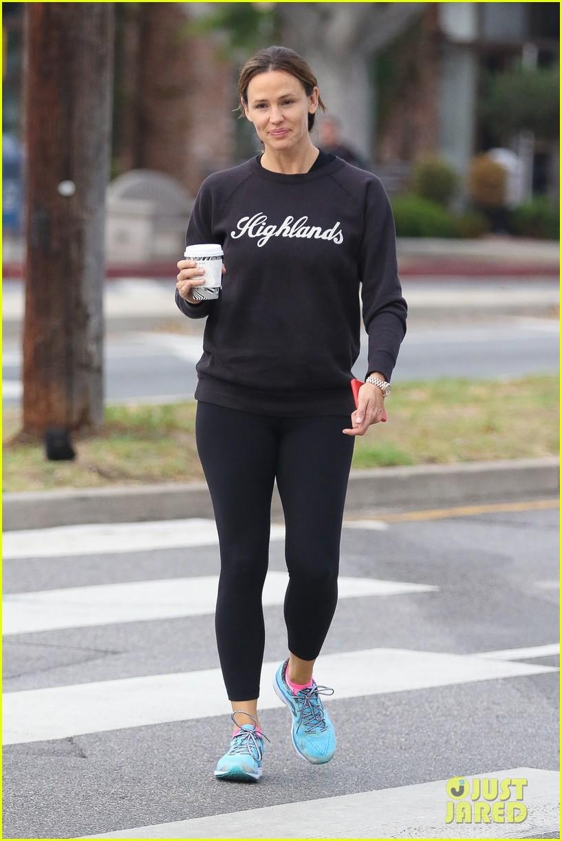 Jennifer Garner Jokes That She's Dating Brad Pitt!: Photo 3777036 ...
