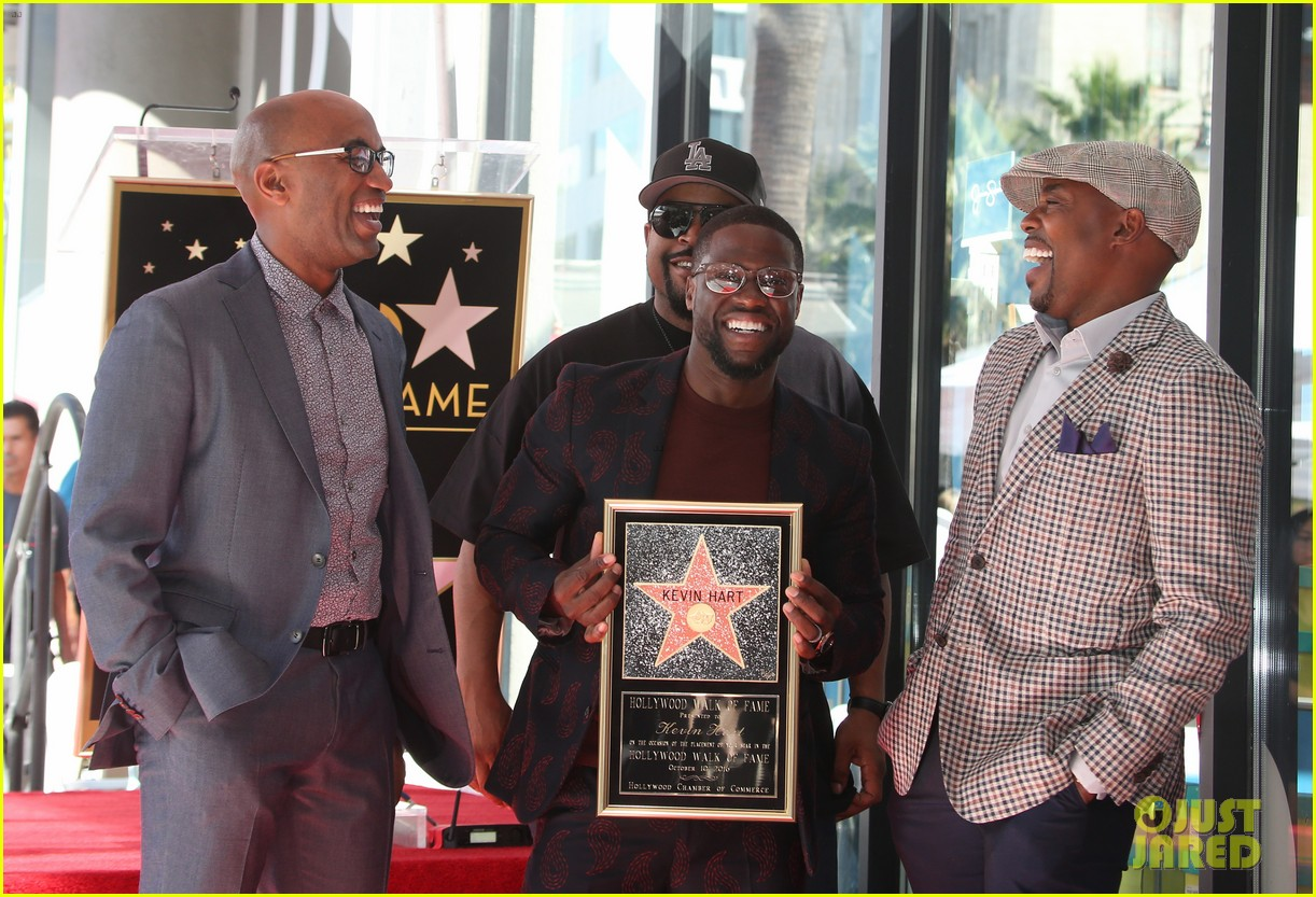 kevin hart gets support from family halle berry at walk of fame ceremony 283782694