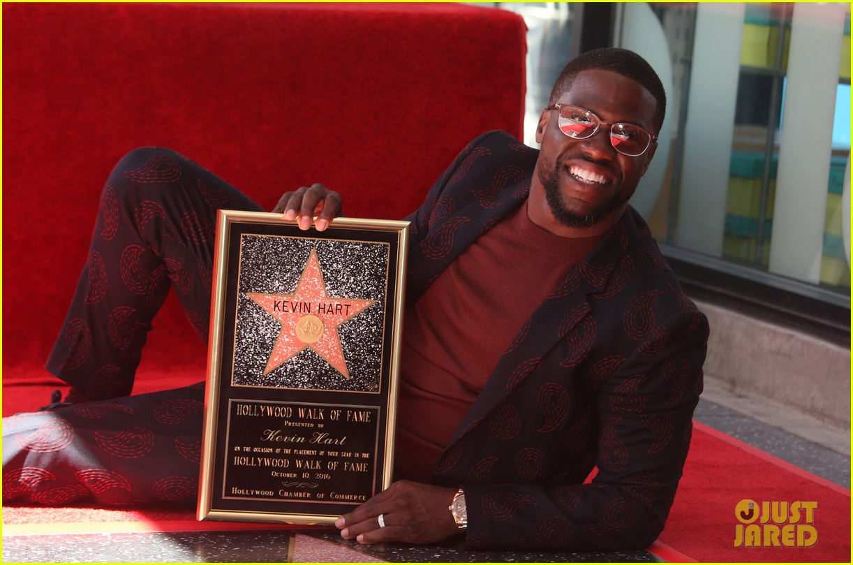 kevin hart gets support from family halle berry at walk of fame ceremony 313782697