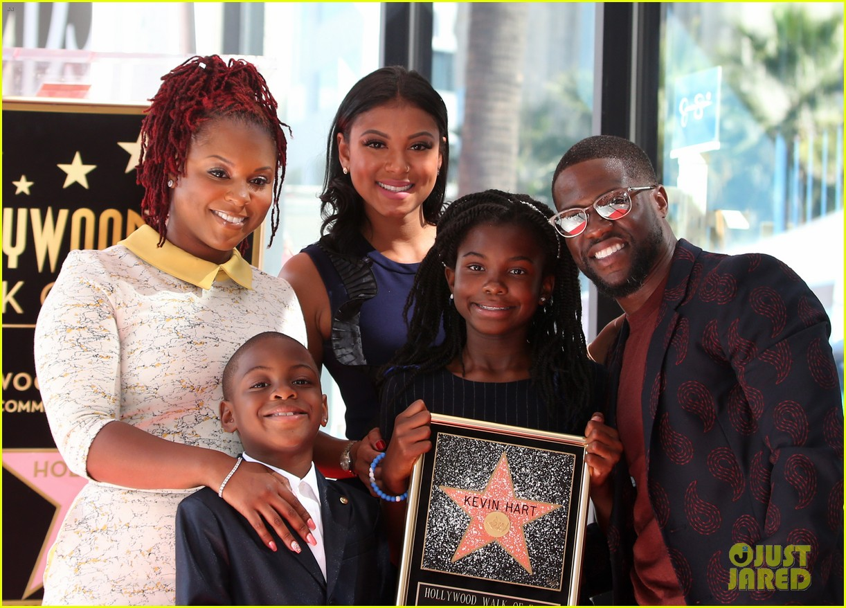 kevin hart gets support from family halle berry at walk of fame ceremony 363782702