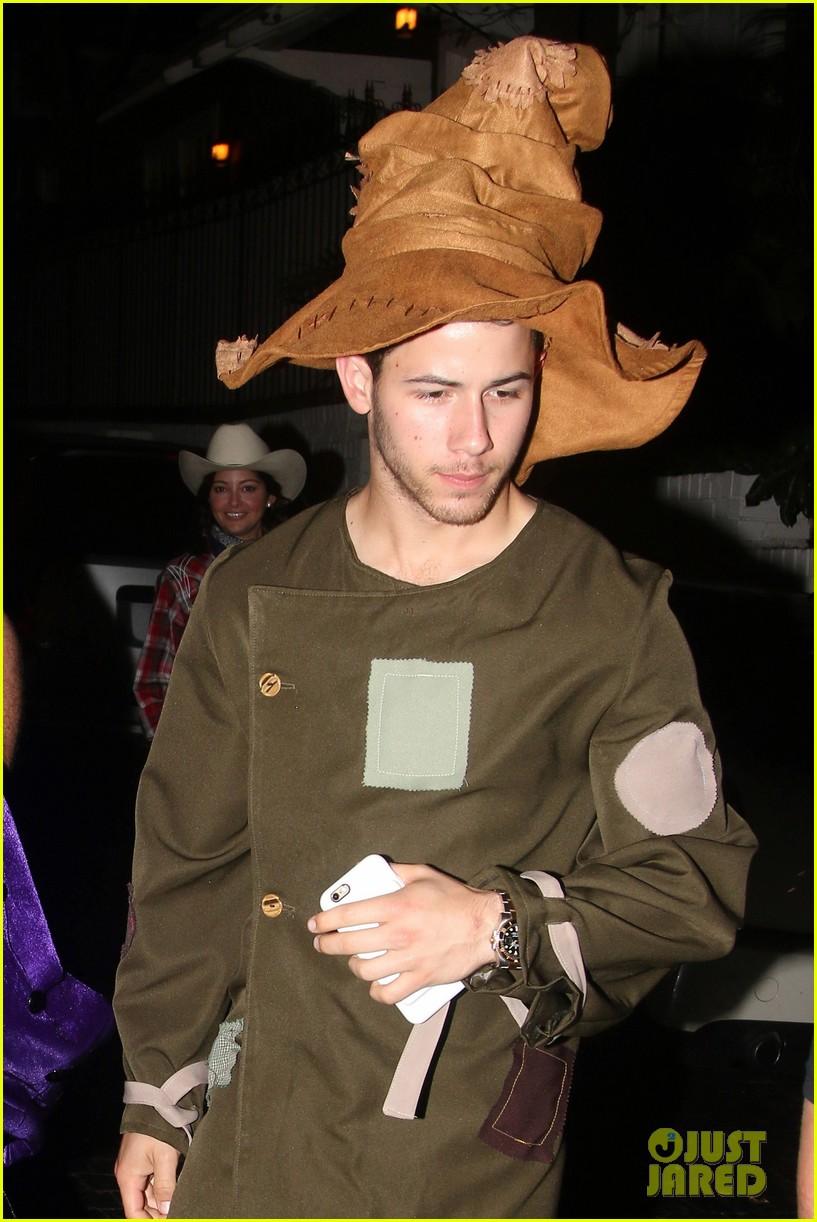 nick jonas scarecrow costume 2016 halloween 013797557