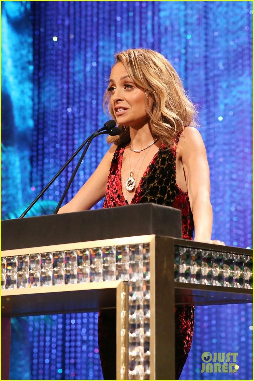 nicole richie hosts 2016 ema awards 193792147