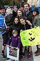 drew barrymore daughters support dad will kopelman at nyc marathon 01
