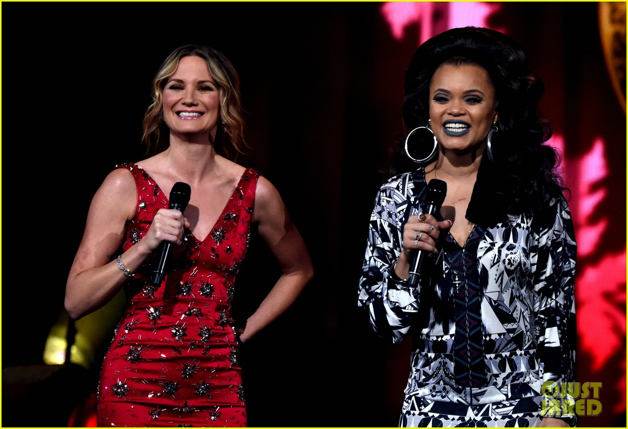 Kelly Clarkson, Kelsea Ballerini & Idina Menzel Represent The Ladies ...