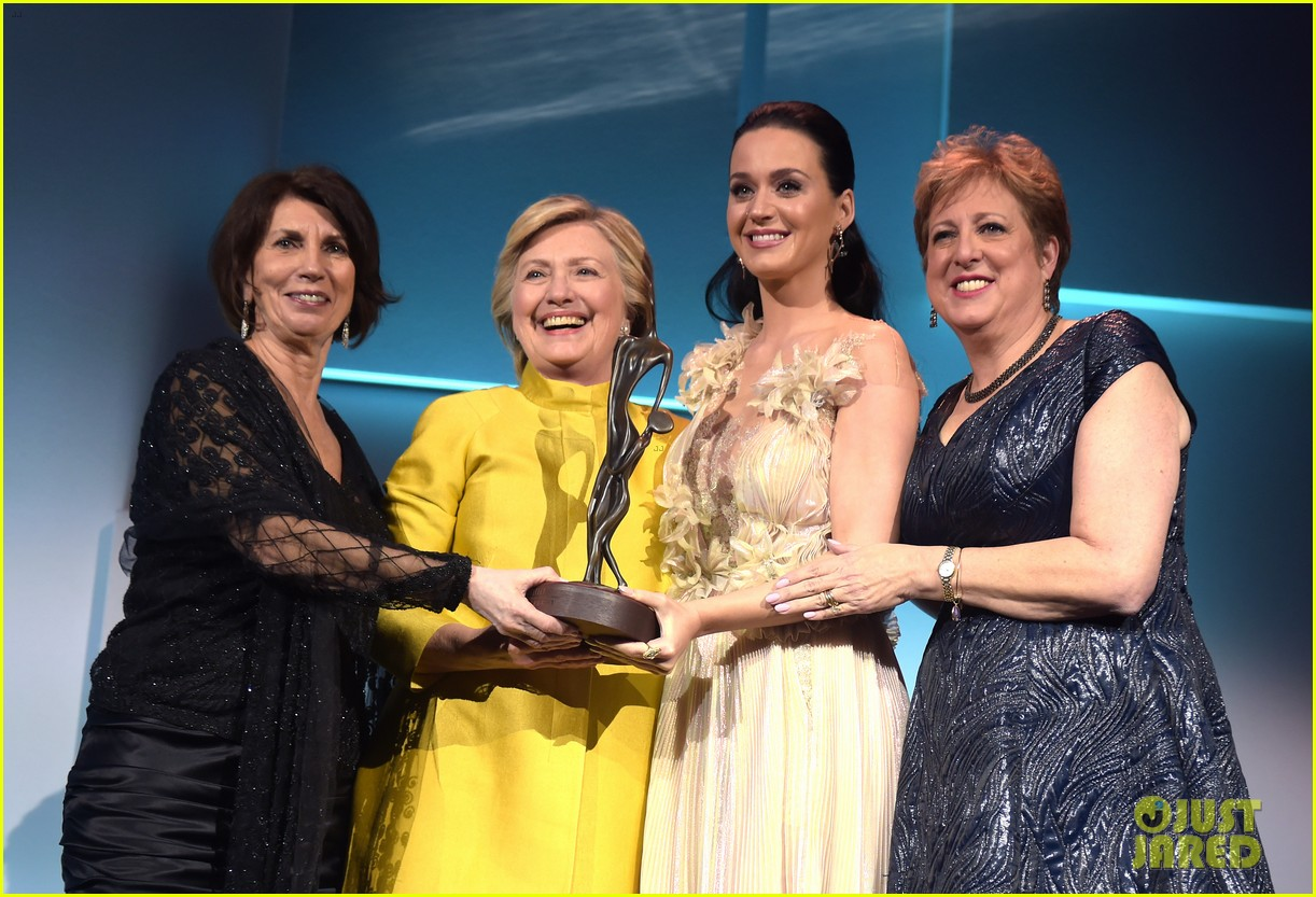 hillary clinton honors katy perry at unicef snowflake ball 023817682