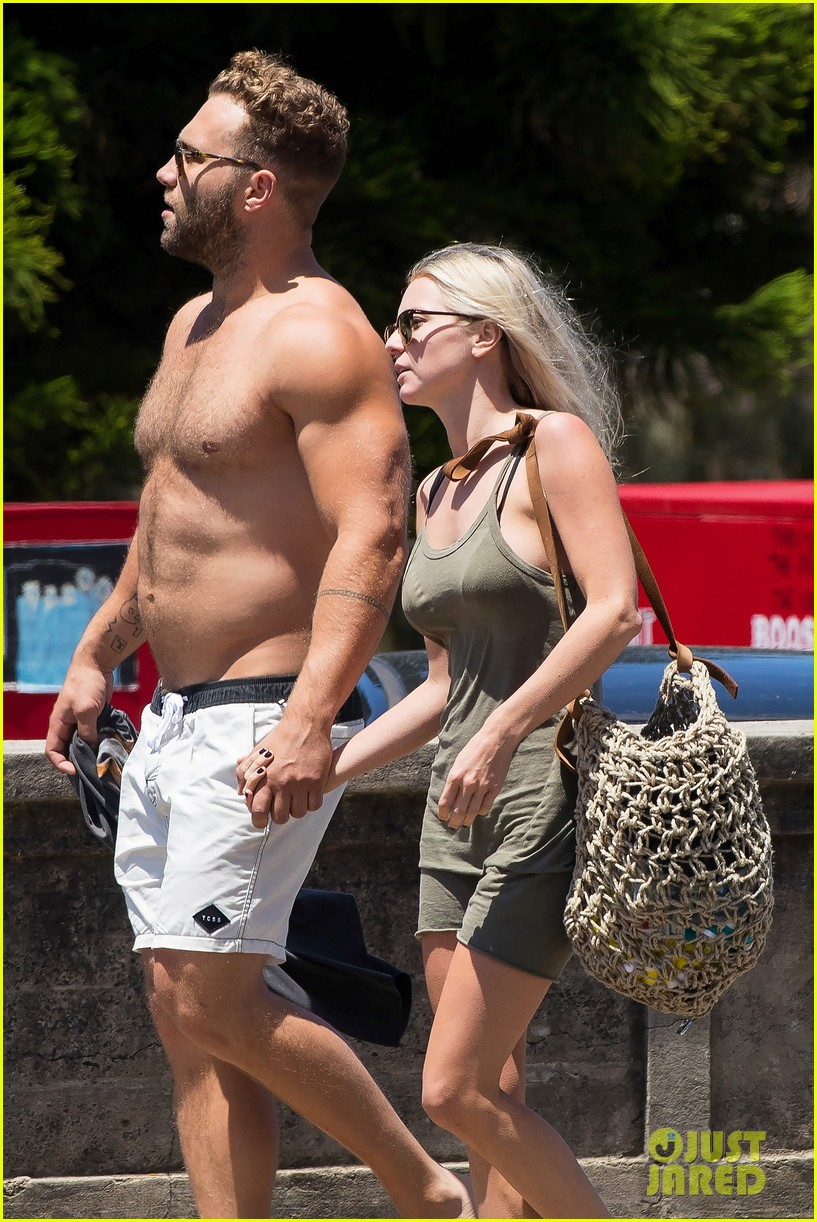 jai courtney looks so hot while shirtless with girlfriend mecki dent 02