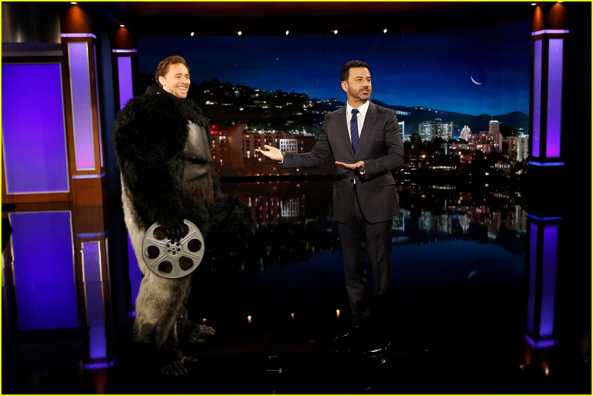 tom hiddleston dresses up in king kong suit for jimmy kimmel 023811272