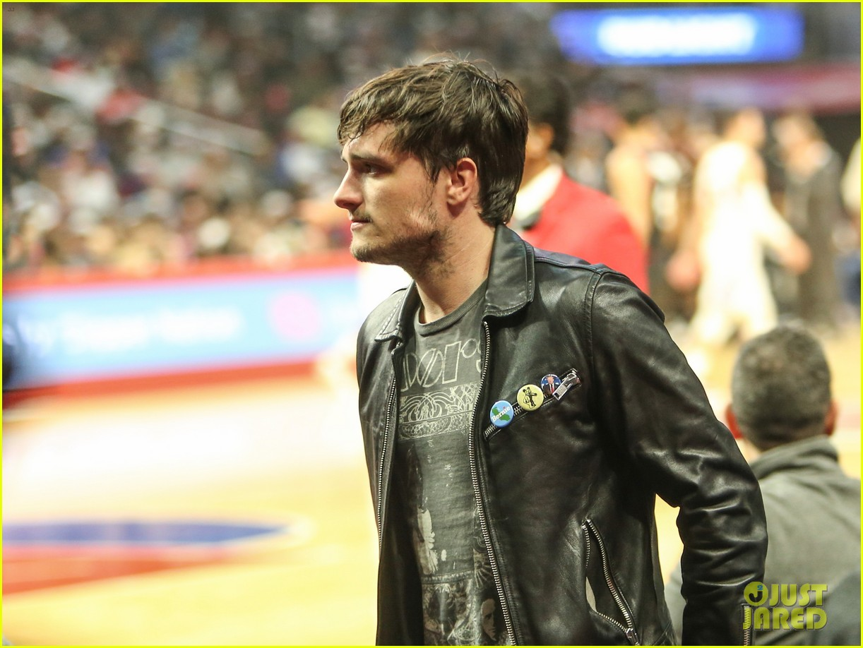 josh hutcherson claudia traisac couple up at clippers game 033814537