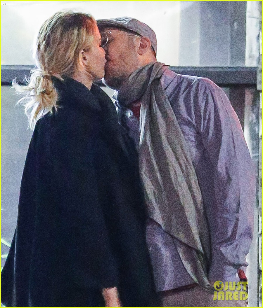 jennifer lawrence darren aronofsky kiss pda photos 023802220