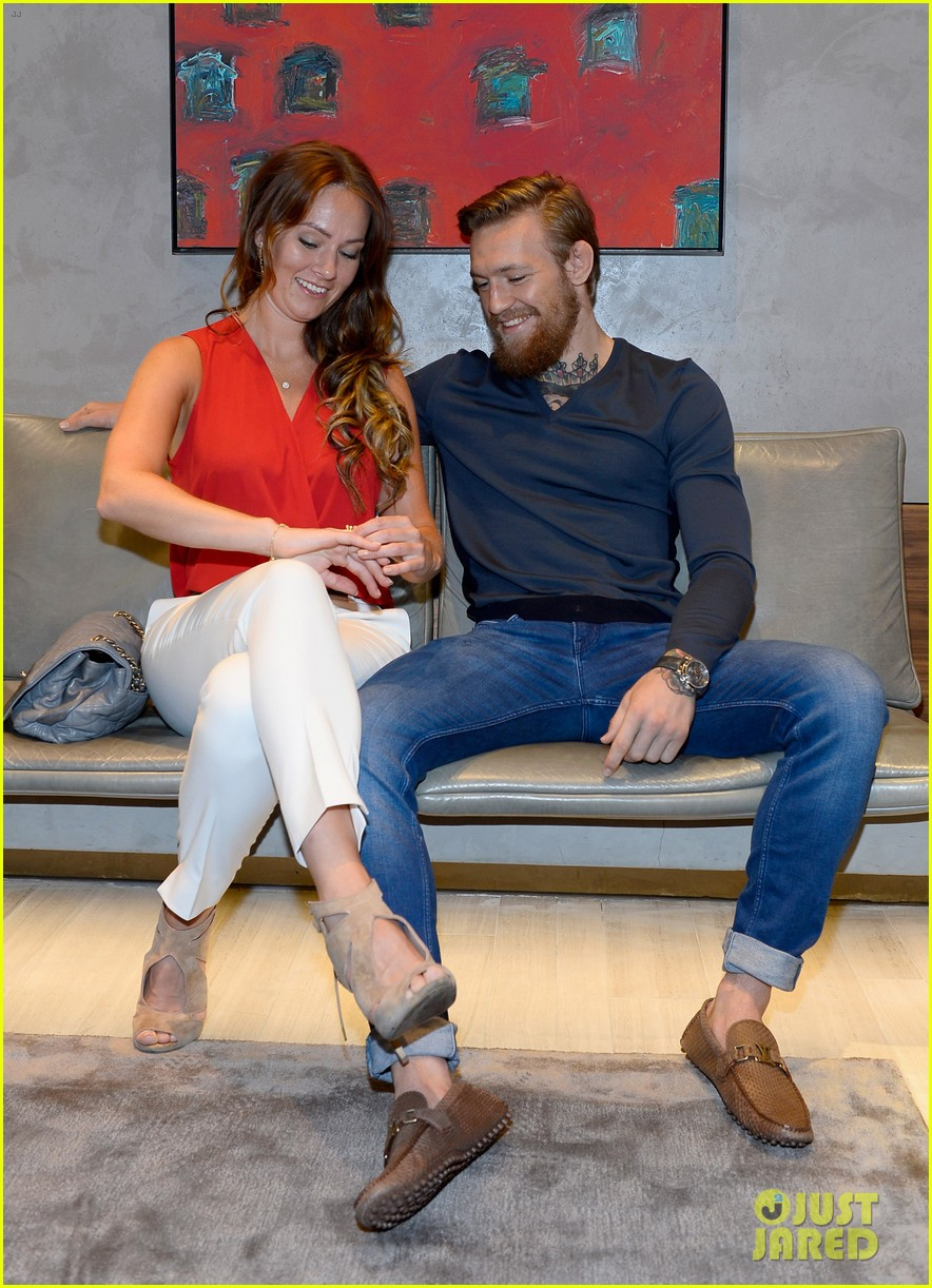 Video conor mcgregor announces girlfriend dee devlin s pregnancy