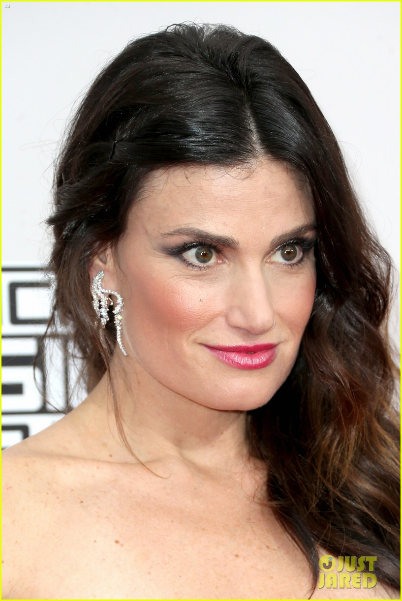 idina menzel shades trump at american music awards 2016 123813017