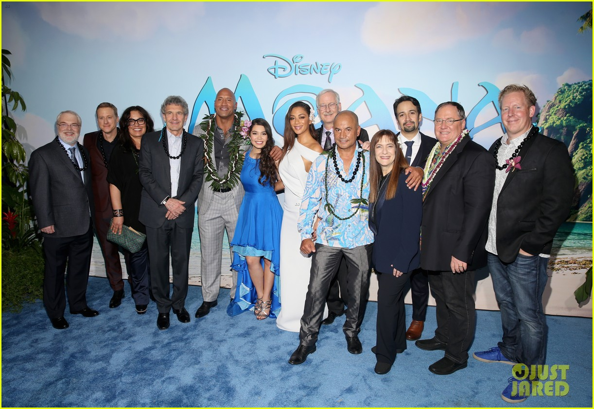 dwayne johnson sings on stage at moana premiere 113808905