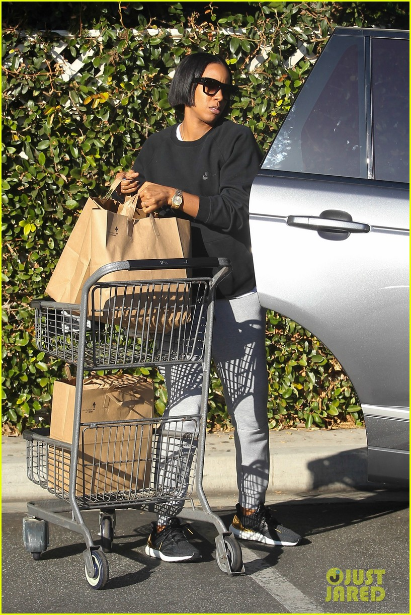 kelly rowland spends thanksgiving with beyonces mom tina 053815870