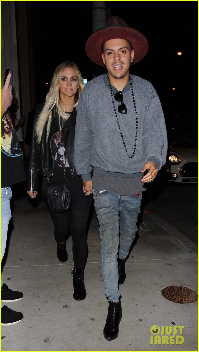 jessica ashlee simpson go on date nights with their guys 053802637