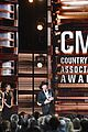 taylor swift returns to cmas to present entertainer of the year 06