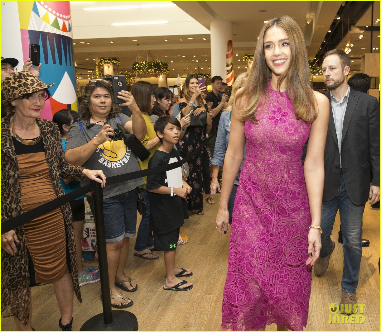 Full Sized Photo Of Jessica Alba Honest Company Meet Greet Hawaii 03