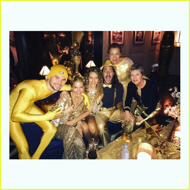 chris hemsworth gold suit new years eve elsa pataky 033835034