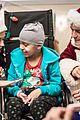 katy perry orlando bloom dress as santas for childrens hospital visit 16