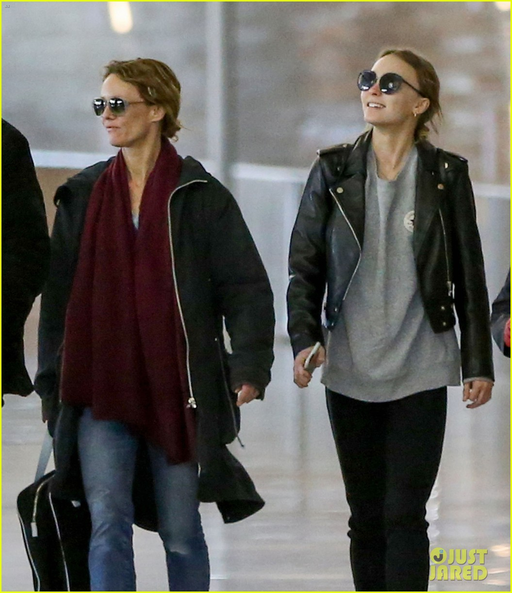 Back to previous page home garfield holiday celebrations - Lily Rose Depp Gets In Some Family Time Over The Holidays Photo 3834717 Lily Rose Depp Vanessa Paradis Pictures Just Jared