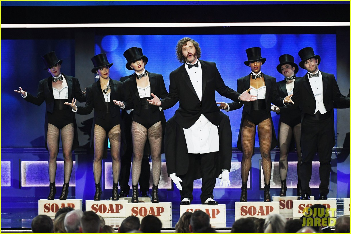 tj miller critics choice awards monologue 033826040