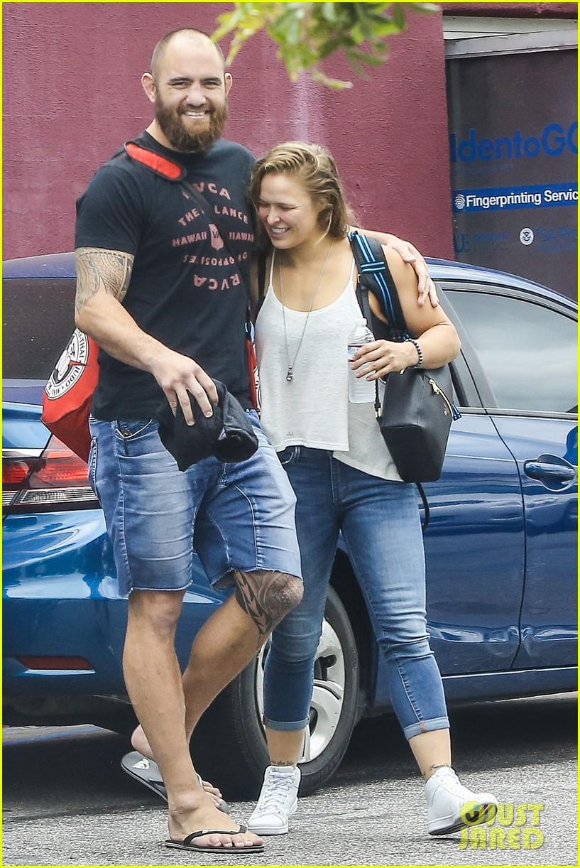 Ronda Rousey S Boyfriend Travis Browne Sends Love During