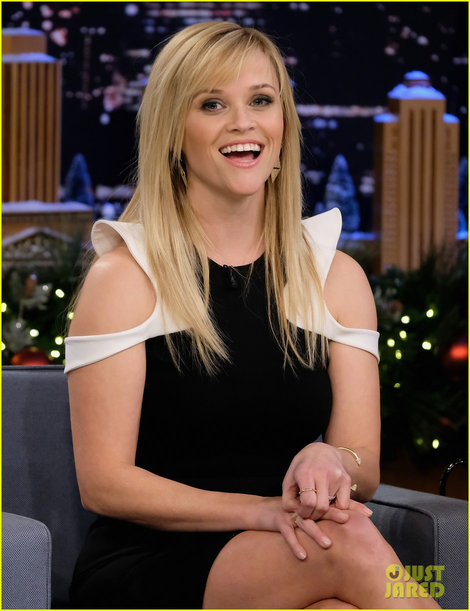 Full Sized Photo of reese witherspoon mom might have a job ... Reese Witherspoon