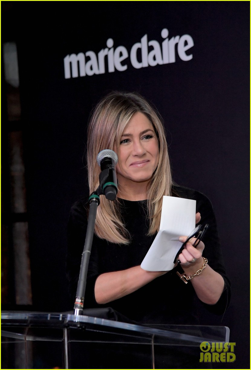 jennifer aniston honors hairstylist chris mcmillan at marie claires image maker awards 12