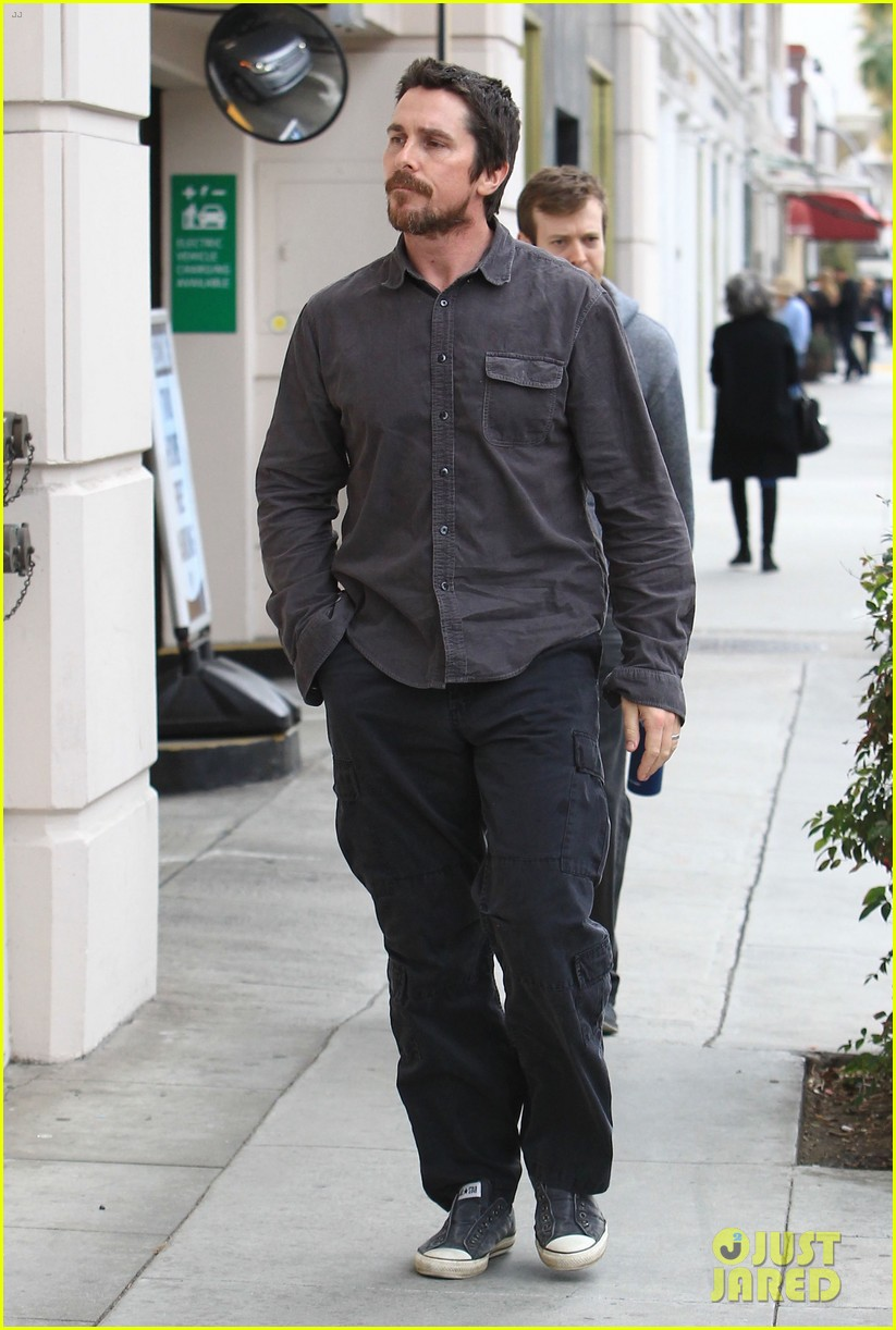 christian bale sibi blazic hold hands stroll around town 03