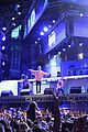 justin bieber performs new years eve show in miami 02