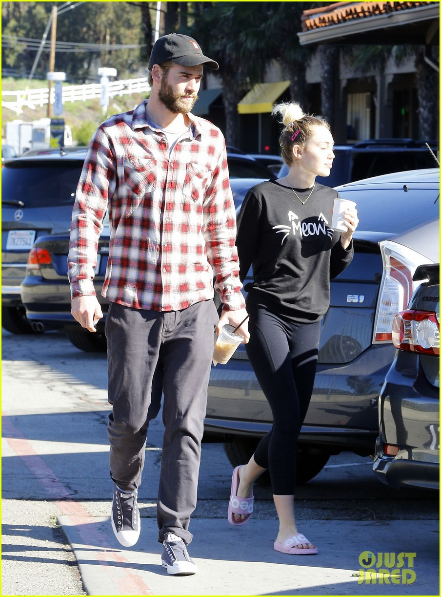 miley cyrus liam hemsworth lunch malibu 043840142