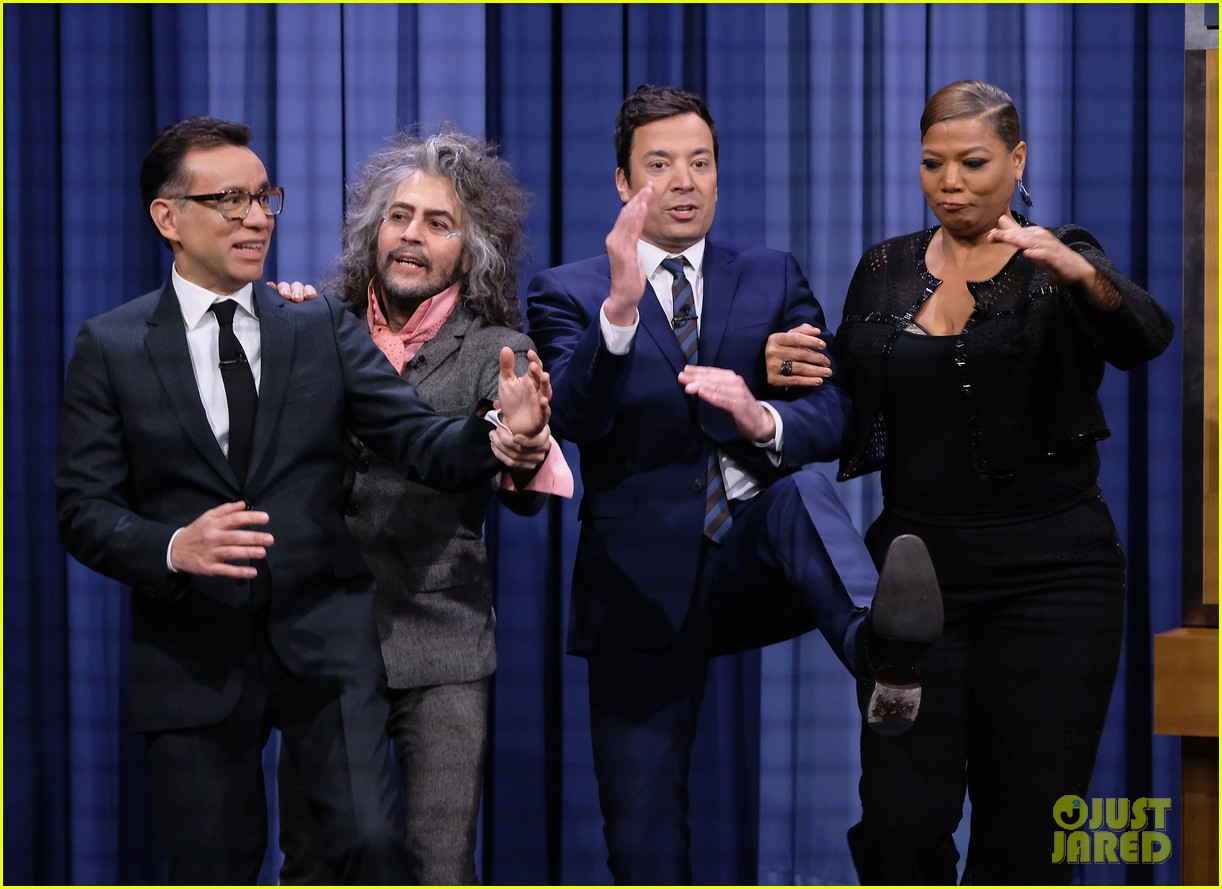 jimmy fallon plays humannequins with queen latifah wayne coyne fred armisen 053841199