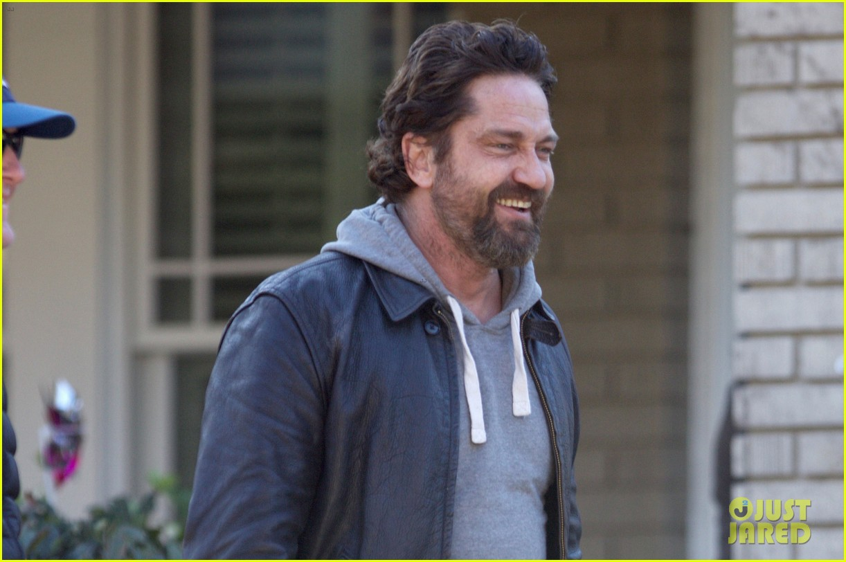 Gerard Butler Gets to Work Filming 'Den of Thieves': Photo 3850697 ...