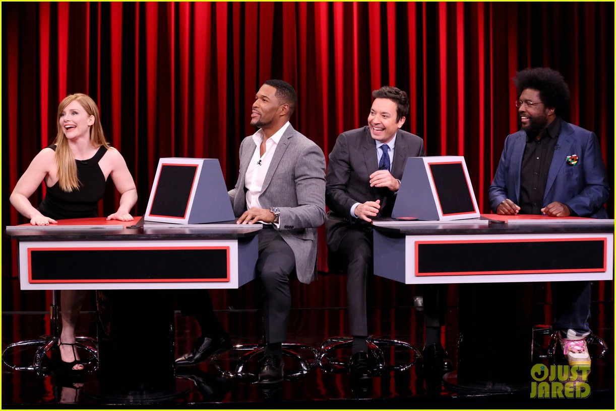 bryce dallas howard michael strahan play pyramid on the tonight show 013843332