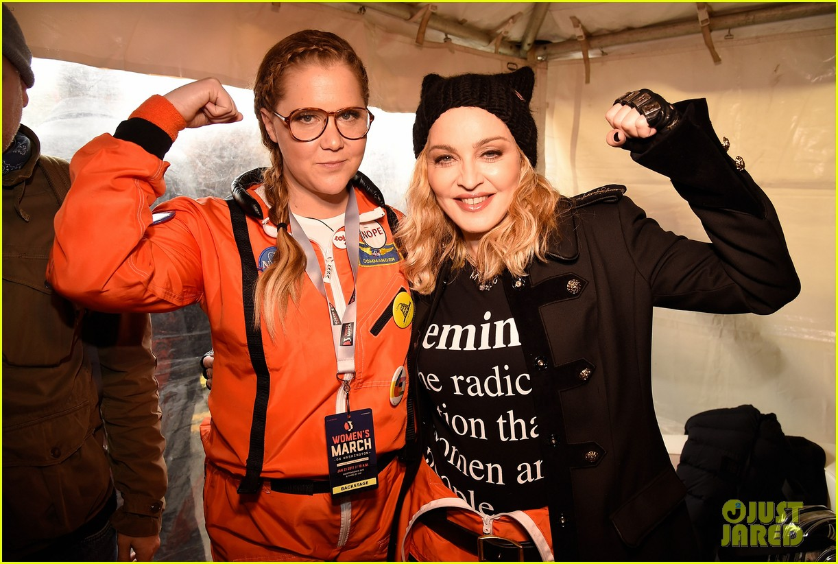 amy schumer dresses as an astronaut at womens march joins jessica chastain and more 043845792