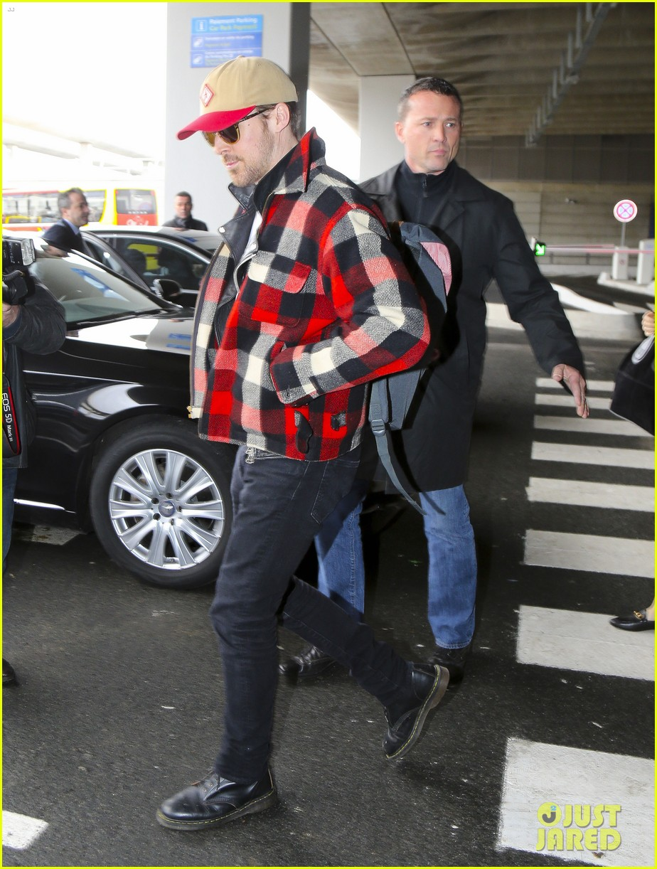 emma stone ryan gosling arrive in paris 023840501