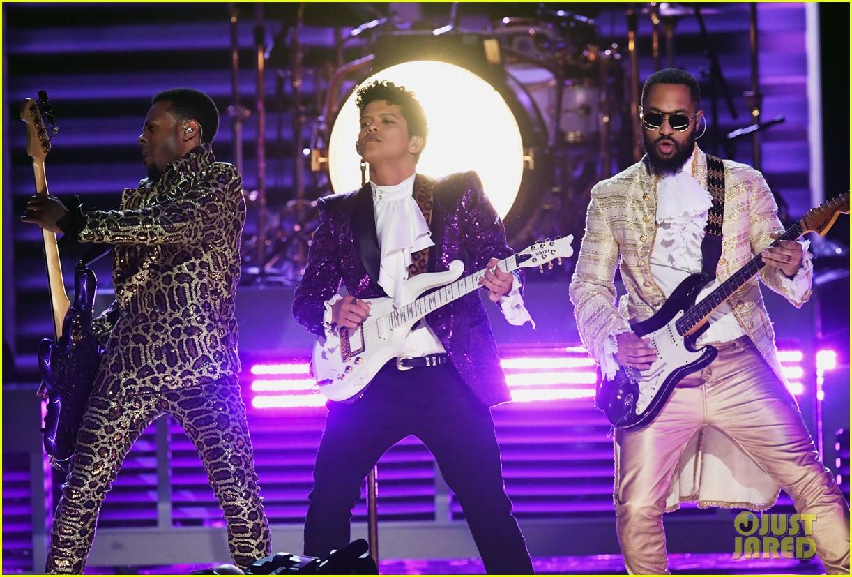 bruno mars prince tribute grammys 2017 10