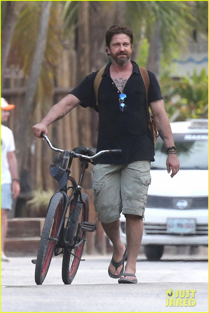 gerard butler puts tattoos on display in cancun with morgan brown 033863426