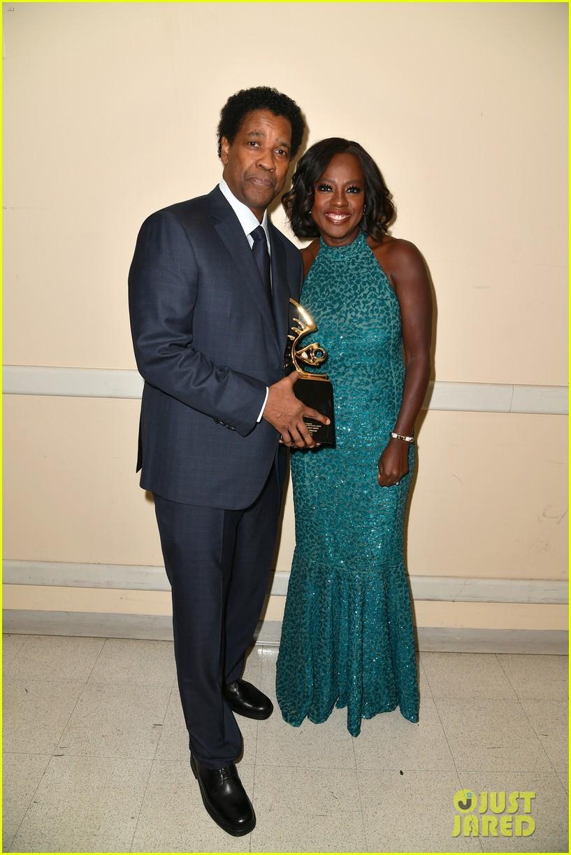 viola davis honored by denzel washington at bet black film festival honors 01
