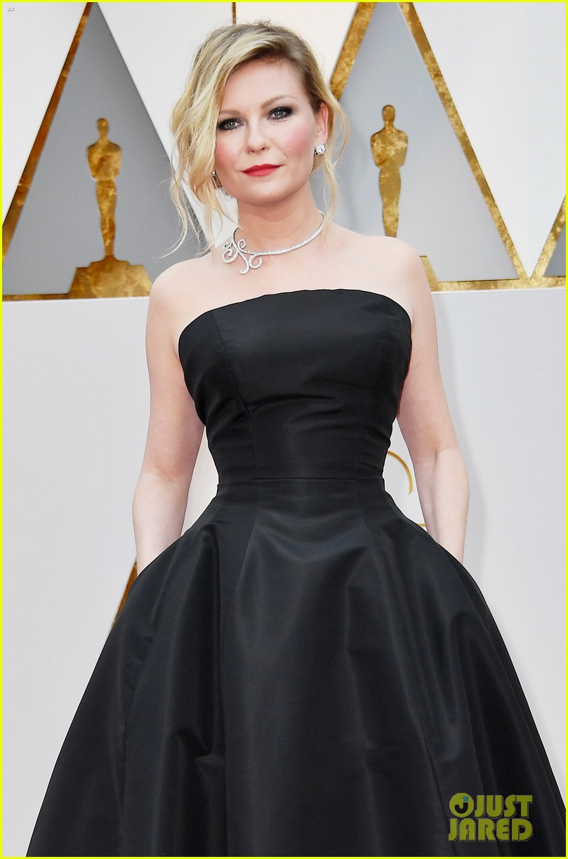 Kirsten Dunst Goes Classic in Black for Oscars 2017: Photo 3866537 ...