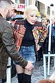 gwen stefani blake shelton support adam levine at walk of fame ceremony 09