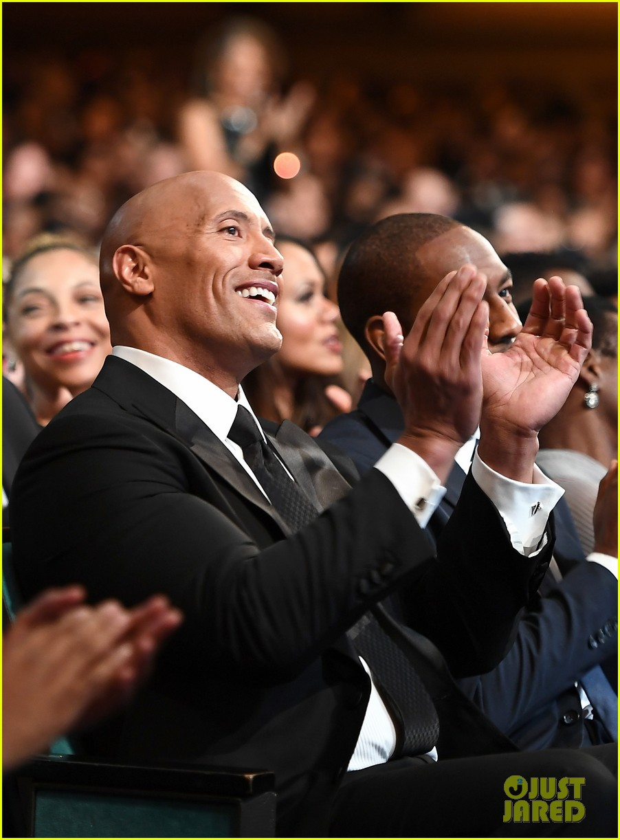 dwayne johnson wins entertainer of the year at naacp image awards 01