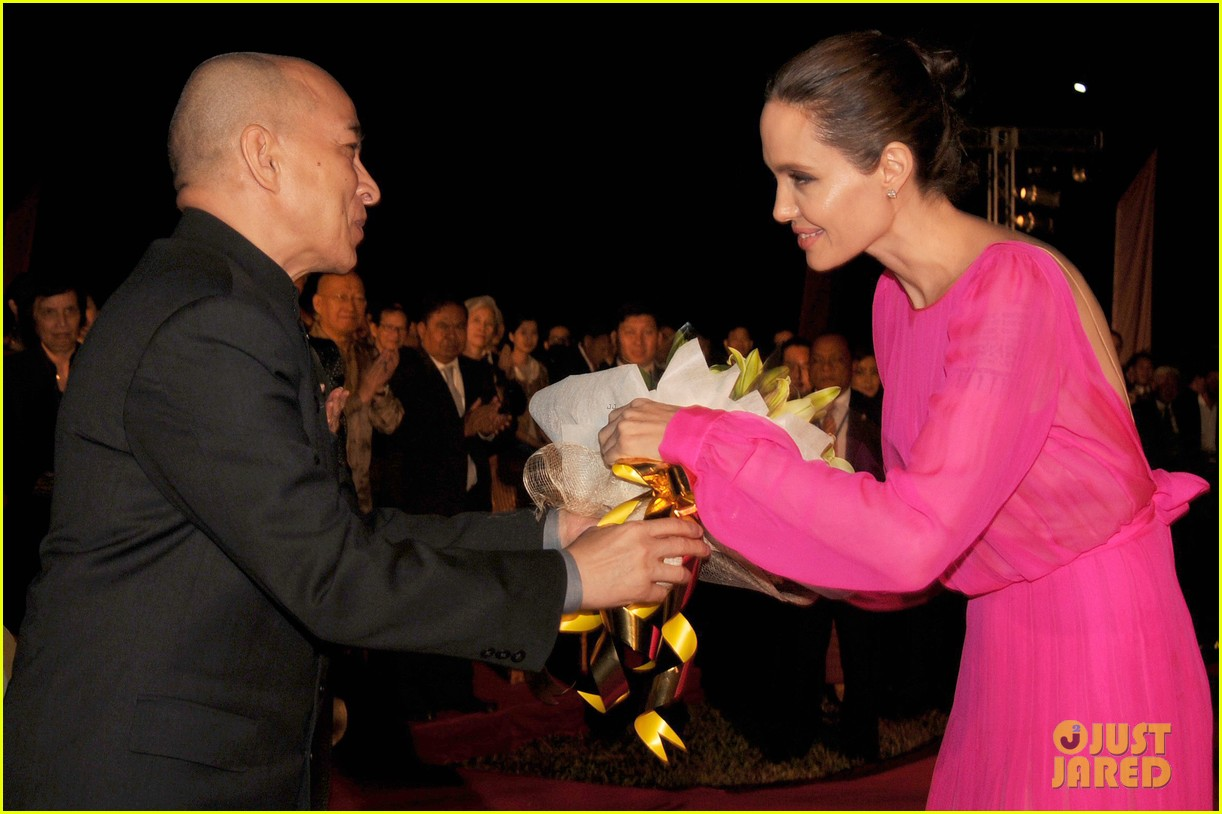 angelina jolies kids beam with pride while she speaks in cambodia 043862262
