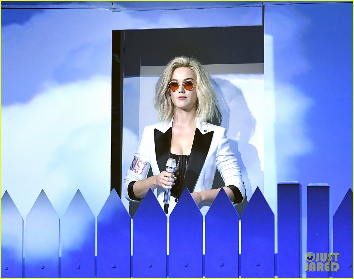 Full Sized Photo of katy perry grammys 2017 performance 01 ...