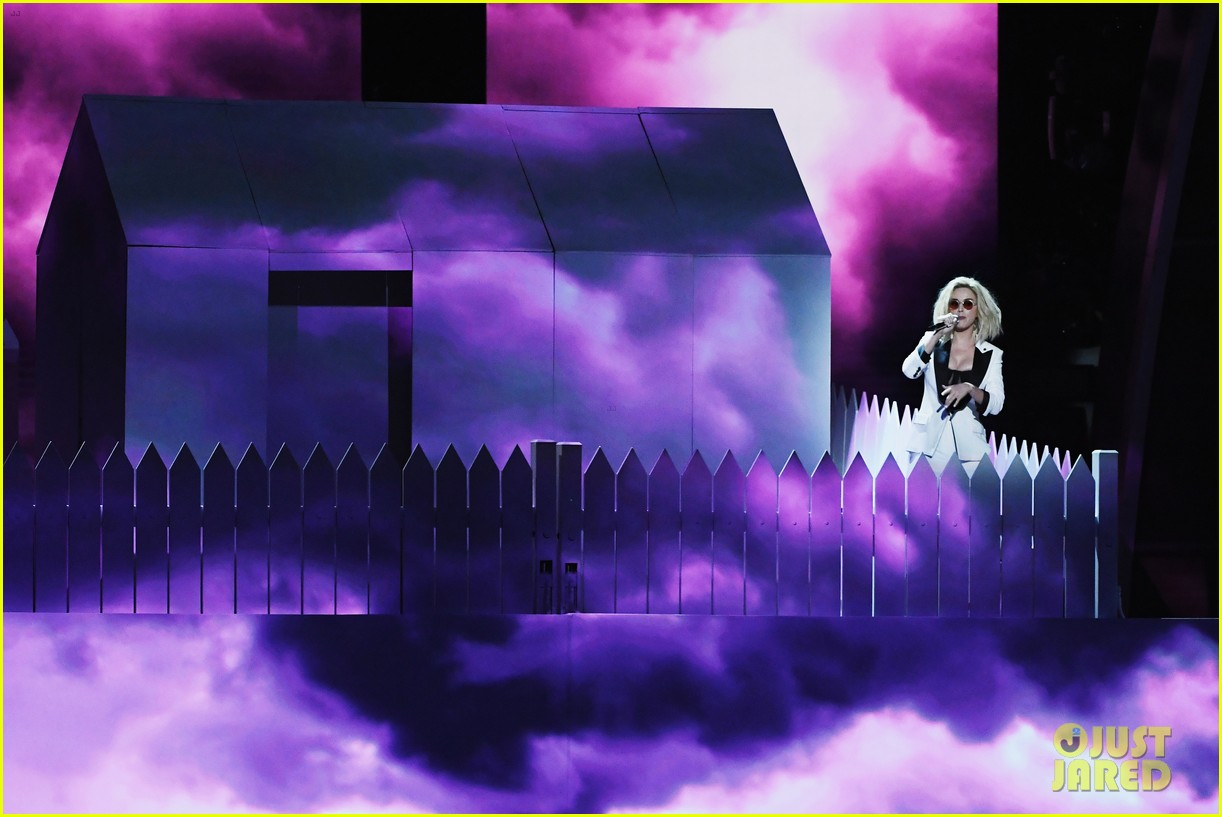 Grammys 2017: Katy Perry Performs 'Chained to the Rhythm ...