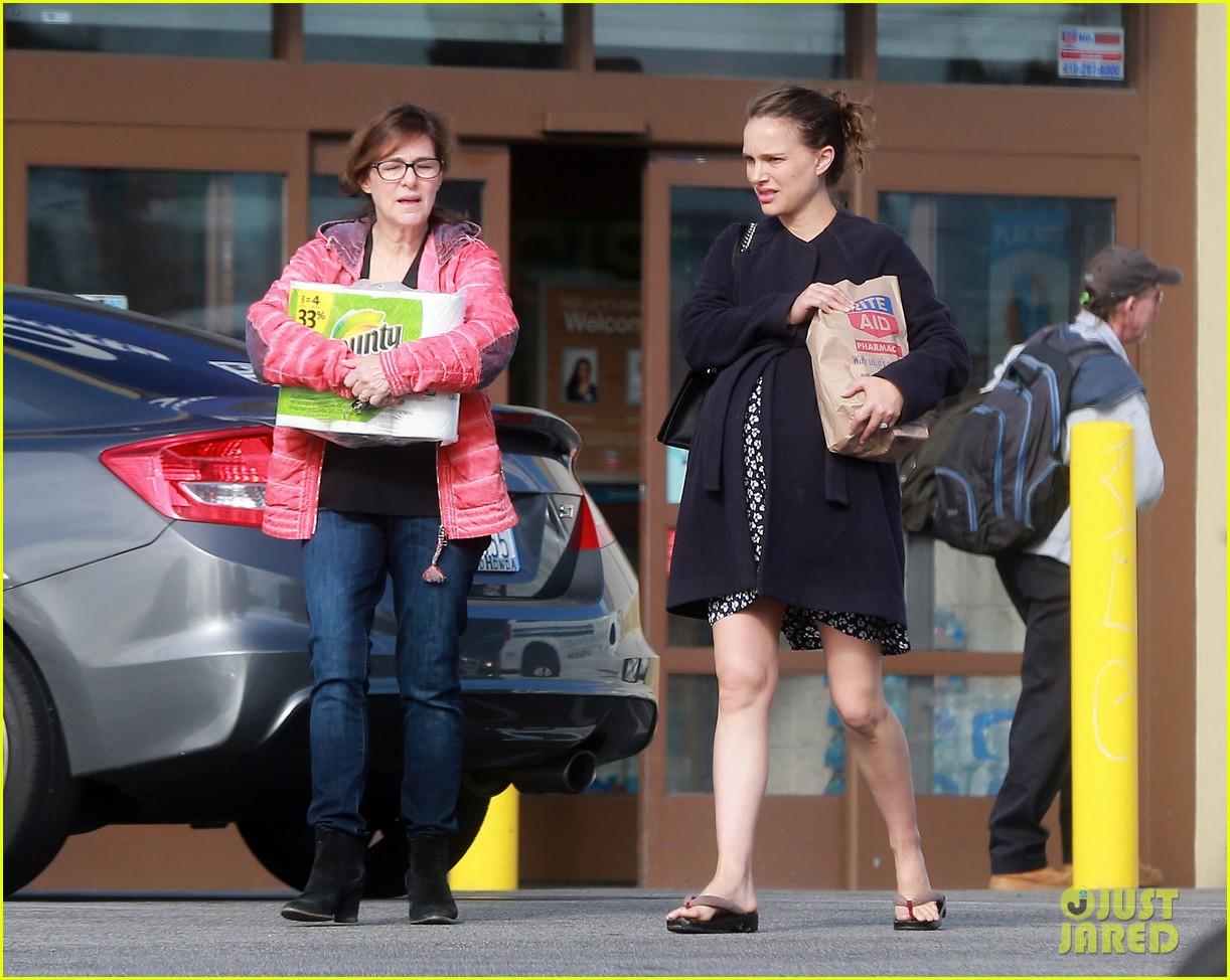 Natalie Portman Her Mom Run Errands Together
