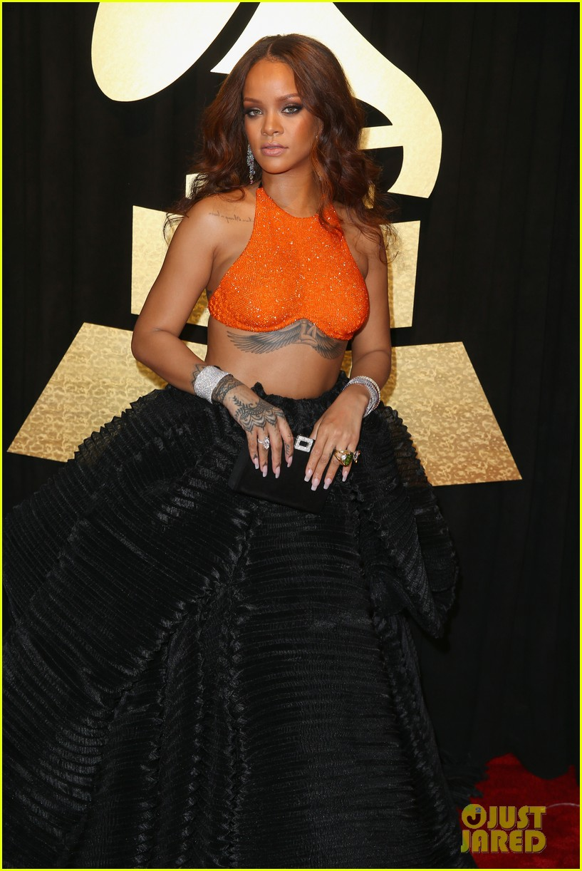 rihanna grammys 2017 red carpet 123858401